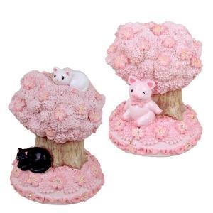 ほのぼのとした猫や豚とさくらの組み合わせが可愛らしい、レジン貯金箱です。ピンクのさくらが可愛らしいS...