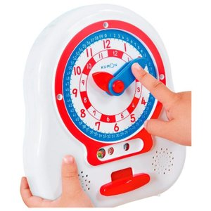 針を自分で回して時計の読み方を練習する「時計のおもちゃ」です。針と同じ色の数字を読むだけで、正しい時...