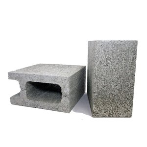 シンプルで使いやすい建築用コンクリートブロックの半分サイズです。組み立て方次第で様々な空間を演出しま...