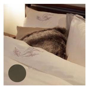 ソフトなサテン生地の肌ざわりと刺繍のシンプルモチーフが魅力の「アージスクロス」。プレーンな無地に、陰...