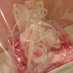 ハートを持ったプリザーブドフラワーのガラスドームエンジェルローズ結婚祝い/贈り物/プレゼント送料無料 lpm0031 イメージ2