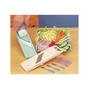 刃物は、特殊ステンレス製でバツグンの切れ味! 指先をガードする安全器具付き! 厚さの調整はネジを回す...