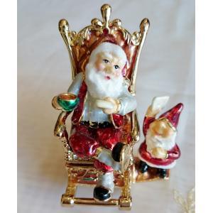 サンタさんが椅子にくつろぐモチーフのジュエリーケース|livingts