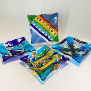 ガラス皿 ハンドメイドアートプレート 手作りプレート 中サイズ 12cm×12cm(ブルー系)選べる4種類|livingts