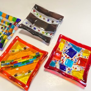 ガラス皿 ハンドメイドアートプレート 手作りプレート 中サイズ 12cm×12cm(レッド系)選べる5種類|livingts