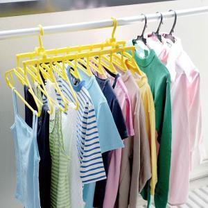 10連のハンガーでシャツやタオルなどまとめて干すことができます。風が吹いてもハンガーが片寄らず同じ感...