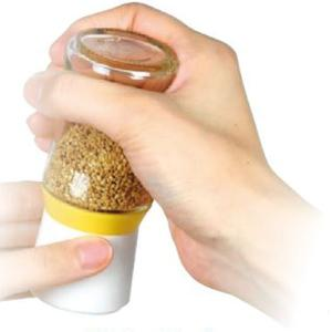 すりごまを簡単に作れるごま専用のミルです。すりごまでごまの栄養を効率よく摂取できます。すり部がセラミ...