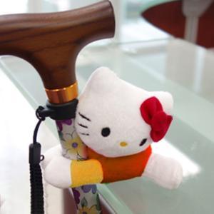 杖ホルダー おでかけマスコット ハローキティ キャラクター ( 杖 ステッキ 杖転倒防止 目印 キティ 歩行補助 )|livingut