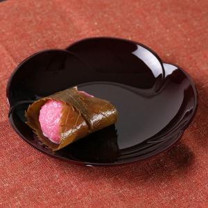 石川県山中塗で作られている合成漆器の銘々皿です。お菓子の受け皿としてはもちろん、料理の取り分けにもオ...