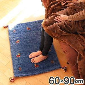 職人がひとつひとつ手織りした上質な手触りのラグです。素材はウールを使用し、汚れにくく・湿度を吸収・耐...