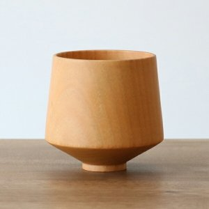 和・洋どちらにも合わせやすい、ナチュラルカラーの木製カップです。木製のカップは、軽くて口当たりが良い...