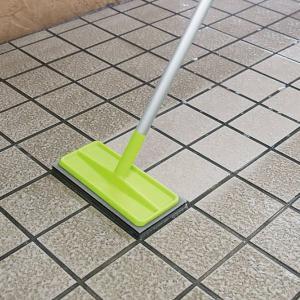 外壁 玄関 ブラッシングスポンジ 伸縮柄 タイル ブラシ デッキブラシ ( スポンジ 床ブラシ 屋外 タイルブラシ 壁 外 掃除 )|livingut