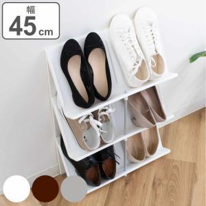 奥行きが約18cm、スリムなシューズラックです。せまい玄関でも、靴をスッキリ収納できます。6〜9足の...