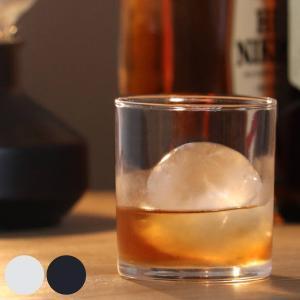 ロックグラスにぴったりのサイズ、直径6cmの丸氷が作れる製氷器です。やわらかいフタなので、ひねったり...