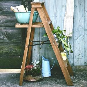 ディスプレイラック 脚立型 折りたたみ Toreno 天然木 幅78cm ( 脚立風 ラック ディスプレーラック 飾り棚 棚 木製 ) livingut