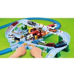 電車が近づいてくるワクワク!車が踏切を渡るどきどき!が繰り返し楽しめる大型情景です。 ライト&サウン...