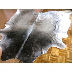 ※完売いたしました。ありがとうございました。・・・特大カウラグ■良形短毛約165×154cm♯牛皮◆ソファーのお近くに【送料無料】|local-tokitoki