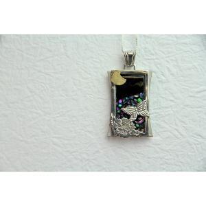 「漆銀堂」 〜月〜 銀×漆(銀と漆を融合させたアクセサリーです) デザインB(牡丹に蝶) ネックレス|localtoglobal