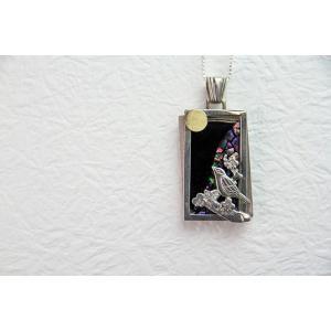 「漆銀堂」 〜月〜 銀×漆(銀と漆を融合させたアクセサリーです) デザインF(月鳴鶯) ネックレス|localtoglobal