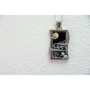 「漆銀堂」 〜月〜 銀×漆(銀と漆を融合させたアクセサリーです) デザインG(金魚観月) ネックレス|localtoglobal