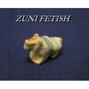 ズニ族が作ったフェティッシュというお守りです。 ターコイズの目をした素敵なベアーです。  天然の石の...