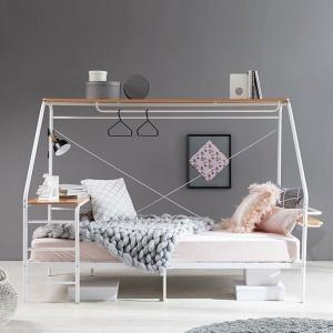 ベッドにデスク、収納が付いた便利なステーションベッド。 動かなくてその場であれこれ出来ちゃいます。 ...