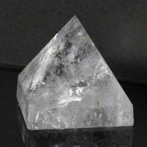 水晶 ピラミッド 原石 ラフ Pyramid 鉱物 石 クラスター Quartz クリスタル 魔除け 置物 浄化 厳選 一点物