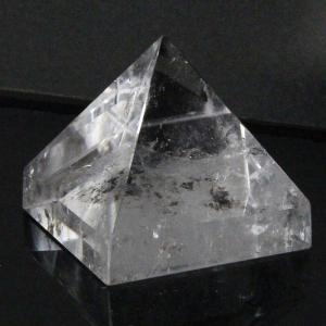 水晶 ピラミッド 原石 ラフ Pyramid 鉱物 石 クラスター クォーツ ロッククリスタル 魔除け 置物 浄化用 天然石