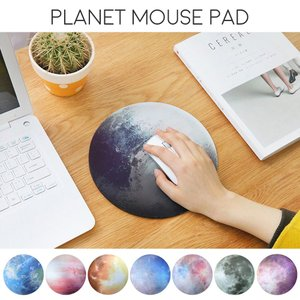 惑星モチーフのマウスパッド。 エフェクトのかかったデザインがとてもキレイでおしゃれです。 全8種 1...