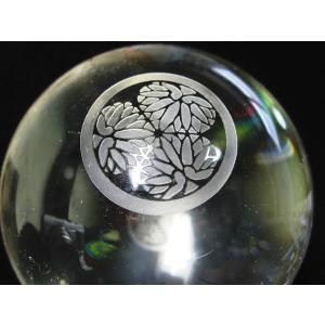 人工水晶  家紋入り【徳川家】 水晶玉  11mmサイズ/1850g 【台付】|luz