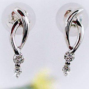 材質:プラチナ900  宝石名:ダイヤモンド トータル0.03ct(4石) デザインの大きさ:タテ1...