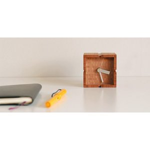 竹集成材の置き時計 CUBE TEORI|maaoyama