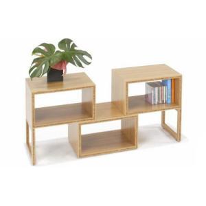 自由にアレンジできる竹集成材のボックスシェルフは、脚を取り外すことができるので重ねたり横にして使用す...