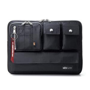 ノートパソコンを収納でき、アルファのMA-1ジャケットと同じ生地を使用。iPhone/スマホやACア...