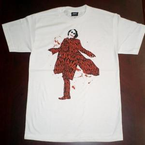 バットマン・ダークナイトで登場のジョーカーは今でも大人気。掲載品は、ジョーカーの衣装に笑い声を描いた...