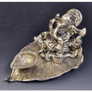 インド雑貨 ガネーシャのお香立て 銀色 コーン香に 合金 ヒンドゥー教 ヒンズー エスニック DO-ST19314-8|mahanadi