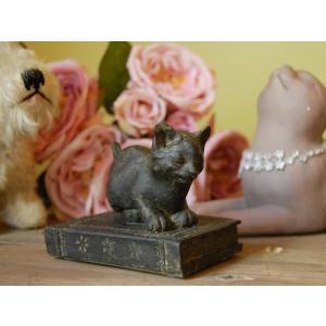 【Liberty Cat リバティーキャット 本の上の子猫】猫の置物|mahatagiya