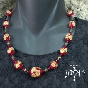 【世界で一つ手作りトンボ玉ネックレス】赤金箔花入り 14-985/1点もの[在庫あり]|mahouya