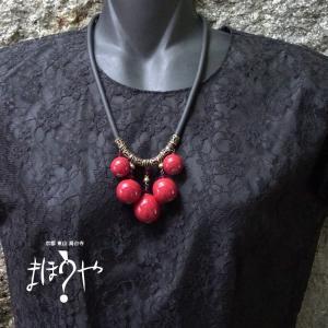 【世界で一つ手作りトンボ玉ネックレス】ゴムチューブネックレス 赤無地 18-68/1点もの[在庫あり]|mahouya