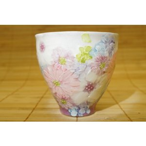 即納できます 工房ゆずりは 色彩花 湯呑 母の日 瀬戸焼 湯飲み 花柄 プレゼント ギフト 内祝い maimustone-y