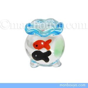 直径1.5センチほどのとても小さい金魚鉢のガラス細工。 こんなにミニサイズでも、ちゃんと足が3本つい...