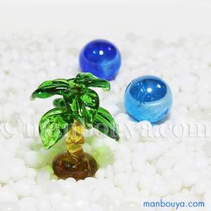 とっても小さい硝子製ヤシの木。クリア感が綺麗なインテリア雑貨です。 浜辺のイメージで、海の生き物との...
