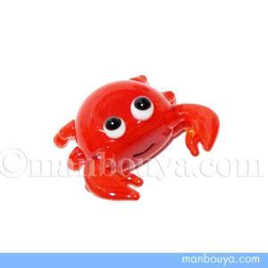 とても小さい硝子製の海の生き物。蟹の置物です。 前からみるとにっこりと可愛い表情です。 ミニサイズで...