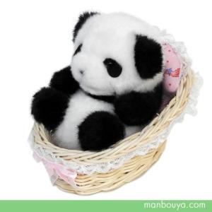 ゆりかごに入ったかわいい赤ちゃんパンダのぬいぐるみ。 人気ぬいぐるみメーカー「たけのこ(TAKENO...
