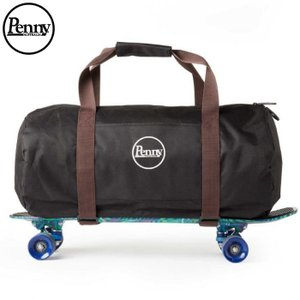 ペニーダッフルは、週末旅行や長期休暇等のお供に最適です。 調節可能なスケートボード用ストラップであな...