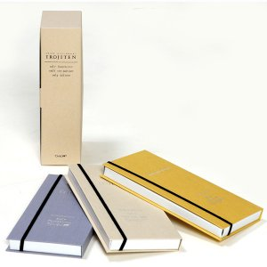 トンボ鉛筆のIROJITEN(色辞典)第3集は、サンセット・オレンジ、ビガラスグリーンなど、つややか...