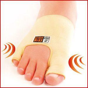 外反母趾の他に内反小指もサポートします。 親指と人差し指の間に挟むのではなく、中足関節をしめることで...