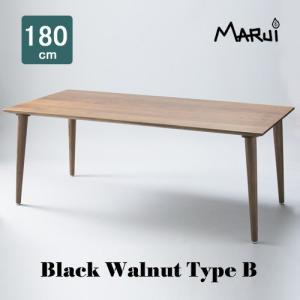 上質なブラックウォールナット材を用い、薄く軽快に見えるスラント天板と外側に傾斜した安定感のある脚で独...