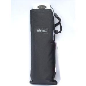 とても小さくなる傘・薄い折りたたみ傘です。 薄型スリムでコンパクトしかも超軽量、なんと内ポケットにも...