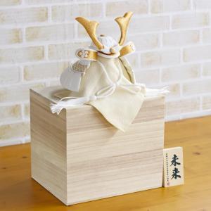 五月人形 兜 兜収納飾り WHITE STYLE ちりめん兜 (白金) 金鍬 桐製収納飾り コンパクト おしゃれ|marutomi-a